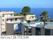 Купить «Sea view apartment house on Mediterranean coast, flat roofs and green bush on them», фото № 28172534, снято 3 августа 2016 г. (c) Losevsky Pavel / Фотобанк Лори