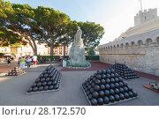 Купить «MONTE CARLO, MONACO - AUG 3, 2016: cannonballs and cannon near palace, which belongs to Prince of Monaco», фото № 28172570, снято 3 августа 2016 г. (c) Losevsky Pavel / Фотобанк Лори