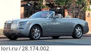 Queen Latifah drives around Los Angeles, California in her silver... (2016 год). Редакционное фото, фотограф WENN.com / age Fotostock / Фотобанк Лори