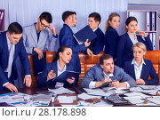 Business people office life of team people are happy with paper. Стоковое фото, фотограф Gennadiy Poznyakov / Фотобанк Лори