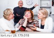 Купить «Mature woman is sitting upset and her girlfriends are expressioning understanding to she», фото № 28179018, снято 16 декабря 2017 г. (c) Яков Филимонов / Фотобанк Лори