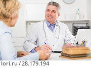 Купить «Professor of medicine training colleague», фото № 28179194, снято 26 июня 2019 г. (c) Яков Филимонов / Фотобанк Лори