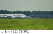 Купить «Qatar Cargo Boeing 777 taxiing», видеоролик № 28179562, снято 24 июля 2017 г. (c) Игорь Жоров / Фотобанк Лори