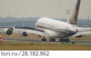 Купить «Airplane landing in Frankfurt», видеоролик № 28182862, снято 20 июля 2017 г. (c) Игорь Жоров / Фотобанк Лори