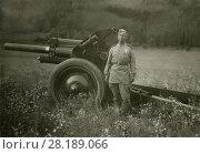 Купить «Солдат у артиллерийского орудия», фото № 28189066, снято 24 февраля 2019 г. (c) Retro / Фотобанк Лори