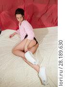 Купить «Девушка лежит в кровати в своей спальне», фото № 28189630, снято 22 января 2018 г. (c) Момотюк Сергей / Фотобанк Лори