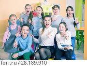 Купить «Pupils with teacher giving thumbs up in schoolroom», фото № 28189910, снято 28 января 2018 г. (c) Яков Филимонов / Фотобанк Лори