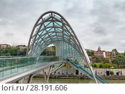 Купить «Bridge of Peace, Tbilisi, Georgia», фото № 28191606, снято 5 октября 2017 г. (c) Boris Breytman / Фотобанк Лори