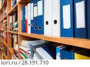 Папки с документами на полке шкафа. Стоковое фото, фотограф Кекяляйнен Андрей / Фотобанк Лори