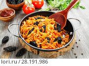 Купить «Cabbage stewed with prunes», фото № 28191986, снято 16 декабря 2017 г. (c) Надежда Мишкова / Фотобанк Лори