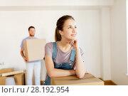 Купить «happy couple with boxes moving to new home», фото № 28192954, снято 4 июня 2017 г. (c) Syda Productions / Фотобанк Лори
