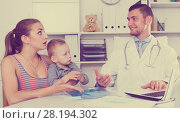 Купить «Adult male doctor leading medical appointment», фото № 28194302, снято 27 мая 2017 г. (c) Яков Филимонов / Фотобанк Лори
