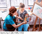 Artist painting easel in studio. Authentic grandmother and kids. Стоковое фото, фотограф Gennadiy Poznyakov / Фотобанк Лори