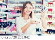Купить «woman satisfied with assortment of eyeliners», фото № 28203842, снято 31 января 2018 г. (c) Яков Филимонов / Фотобанк Лори