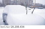 Купить «Raised wipers of a car at winter», видеоролик № 28208434, снято 15 марта 2018 г. (c) Илья Шаматура / Фотобанк Лори