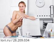 Купить «smiling girl in underpants in the office», фото № 28209034, снято 24 апреля 2017 г. (c) Яков Филимонов / Фотобанк Лори