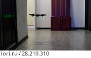 Купить «The quadrocopter soars up in room», видеоролик № 28210310, снято 19 марта 2018 г. (c) Володина Ольга / Фотобанк Лори