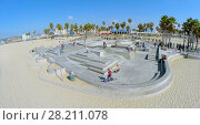 Купить «LOS ANGELES - OCT 19, 2014: Young people ride on skateboards by Venice Beach Skate Park at sunny day. Aerial view. Skatepark total area is about 1500 sq.m.», фото № 28211078, снято 19 октября 2014 г. (c) Losevsky Pavel / Фотобанк Лори