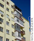 Купить «Восьмиэтажный четырёхподъездный кирпичный жилой дом, построен в 1930 году. Красноармейская улица, 2, корпус 1. Район Аэропорт. Город Москва», эксклюзивное фото № 28212974, снято 18 марта 2018 г. (c) lana1501 / Фотобанк Лори
