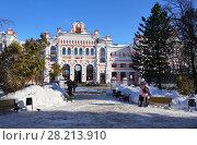 Купить «Железнодорожная станция Калуга-1, здание вокзала зимой», эксклюзивное фото № 28213910, снято 8 марта 2018 г. (c) Dmitry29 / Фотобанк Лори