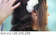 Купить «Professional visage artist creating wedding make up - de-focused», видеоролик № 28216258, снято 17 августа 2018 г. (c) Константин Шишкин / Фотобанк Лори