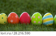 Купить «row of colored easter eggs on artificial grass», видеоролик № 28216590, снято 15 марта 2018 г. (c) Syda Productions / Фотобанк Лори