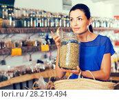 Купить «adult female take a smell natural dried herbs sold by weight in eco shop», фото № 28219494, снято 13 июня 2017 г. (c) Яков Филимонов / Фотобанк Лори
