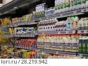 Купить «Стеллаж с молочными продуктами в магазине», эксклюзивное фото № 28219942, снято 22 февраля 2018 г. (c) Литвяк Игорь / Фотобанк Лори