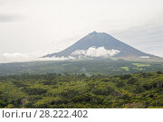 Купить «Aerial view from the plane to Mount Pico, Pico Island, Azores», фото № 28222402, снято 5 мая 2012 г. (c) Юлия Бабкина / Фотобанк Лори