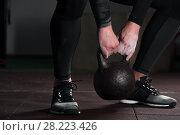 Купить «Muscular male adult exercising with kettle bell», фото № 28223426, снято 1 марта 2018 г. (c) Pavel Biryukov / Фотобанк Лори