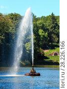 "Купить «Summer Sofiyivka Dendrology Park, Fountain ""Snake"", Uman, Ukraine.», фото № 28226166, снято 30 июля 2017 г. (c) Юрий Брыкайло / Фотобанк Лори"