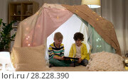 Купить «little boys with tablet pc in kids tent at home», видеоролик № 28228390, снято 23 февраля 2018 г. (c) Syda Productions / Фотобанк Лори