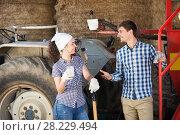 Купить «Couple chatting and enjoying milk», фото № 28229494, снято 18 апреля 2019 г. (c) Яков Филимонов / Фотобанк Лори