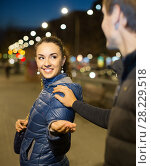 Купить «man flirting with smiling brunette woman in late evening», фото № 28229518, снято 22 сентября 2018 г. (c) Яков Филимонов / Фотобанк Лори