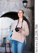 Купить «Smiling girl is taking photos.», фото № 28239786, снято 4 мая 2017 г. (c) Яков Филимонов / Фотобанк Лори