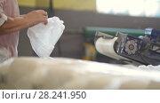 Купить «Worker packing crystal sugar at the sugar refinery», видеоролик № 28241950, снято 21 июля 2018 г. (c) Константин Шишкин / Фотобанк Лори