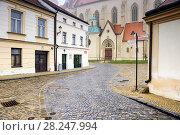 Купить «Старинная мощеная улица в историческом центре города, ведущая к храму Св. Николая. Зноймо, Чехия», фото № 28247994, снято 27 декабря 2017 г. (c) Bala-Kate / Фотобанк Лори