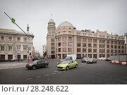 Купить «Москва, вид на Ильинку со стороны Новой площади», эксклюзивное фото № 28248622, снято 27 января 2018 г. (c) Дмитрий Неумоин / Фотобанк Лори