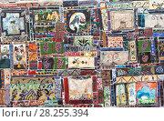 Купить «Декоративные керамические плитки на стене часовой башни. Театр марионеток Резо Габриадзе, Тбилиси, Грузия», фото № 28255394, снято 4 мая 2017 г. (c) Сергей Афанасьев / Фотобанк Лори