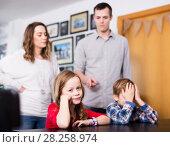 Купить «Parents jawing at children», фото № 28258974, снято 23 декабря 2016 г. (c) Яков Филимонов / Фотобанк Лори