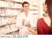 Experienced pharmacist counseling female customer. Стоковое фото, фотограф Яков Филимонов / Фотобанк Лори