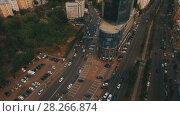 Купить «Top down aerial view of intersection with a lot of cars», видеоролик № 28266874, снято 6 апреля 2018 г. (c) Ярослав Ковальчук / Фотобанк Лори