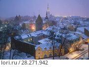 Купить «Туманные мартовские сумерки над Старым городом. Таллин, Эстония», фото № 28271942, снято 8 марта 2018 г. (c) Виктор Карасев / Фотобанк Лори