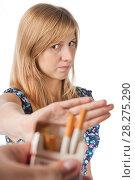 Купить «Девушка-подросток отказывается от предлагаемой сигареты. Нет курению», эксклюзивное фото № 28275290, снято 12 сентября 2010 г. (c) Давид Мзареулян / Фотобанк Лори