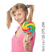Купить «Девочка с хвостиками протягивает  большой разноцветный леденец», эксклюзивное фото № 28275298, снято 12 сентября 2010 г. (c) Давид Мзареулян / Фотобанк Лори
