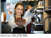 Купить «Woman pastry chef holding chocolate candy», фото № 28278982, снято 5 марта 2016 г. (c) Татьяна Яцевич / Фотобанк Лори