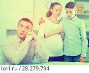 Купить «Family members arguing», фото № 28279794, снято 28 марта 2017 г. (c) Яков Филимонов / Фотобанк Лори