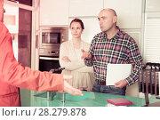 Купить «Couple is dissatisfied with the quality», фото № 28279878, снято 4 апреля 2017 г. (c) Яков Филимонов / Фотобанк Лори
