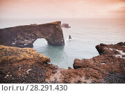 Icelandic llandscape with natural stone arch (2017 год). Стоковое фото, фотограф EugeneSergeev / Фотобанк Лори