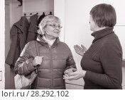 Купить «Senior woman welcoming female friend», фото № 28292102, снято 22 ноября 2017 г. (c) Яков Филимонов / Фотобанк Лори